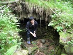 炭焼き窯の跡を発見