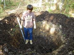堆肥場の腐葉土を全て掘り出しました。