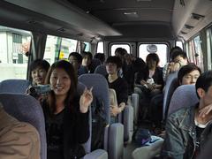 バスの中のゼミ学生