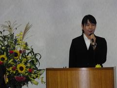 奨学金授与式でスピーチを行う森恵美さん