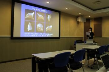 研究成果を発表する松田さん