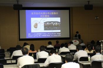 祢津明澄さん(企業情報学部2年生)の発表の様子
