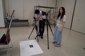 撮影の準備をするチーム2