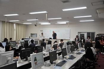 模擬授業の様子(企業情報学部)