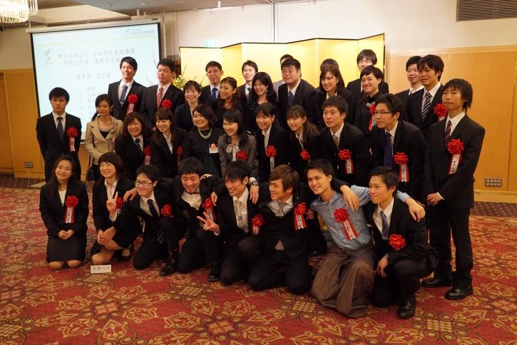 祝賀会の最後に受賞者と受賞者OB(Jasso YAA)で記念撮影