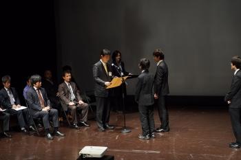 表彰される本学学生