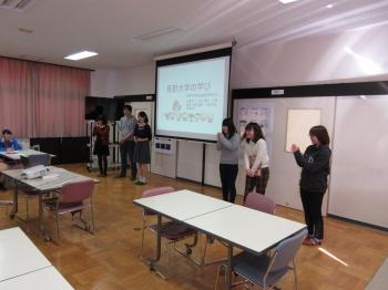 社会福祉学部での学びを紹介する学生たち