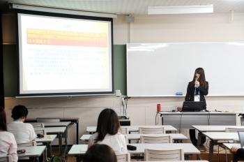 企業情報学部 3年 足立優奈さん