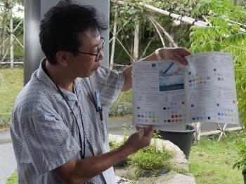 埠頭地区開発緑地整備の説明をする熊谷准教授