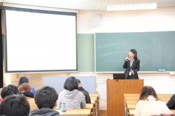 講義を行う割田先生