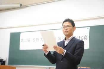 このコンテストの目的を学生に話す宮本先生