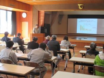 天龍村での報告会の様子(村老人福祉センターにて開催)