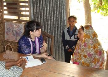 バングラディシュでインタビュー調査を行う北村助教 北村助教の研究領域は... 北村 優子 助教