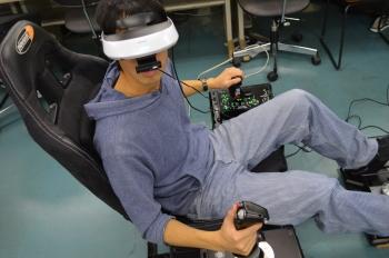 ヘッドトラッキングシステム(頭を動かせば360度好きな方向の景色を見ることができます)