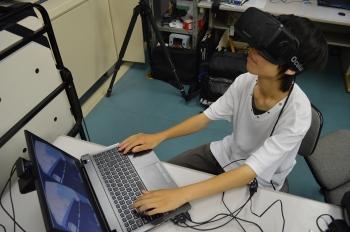 3Dメガネを使って没入空間を体験