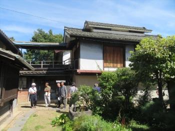 佐藤修一氏宅を見学する風景